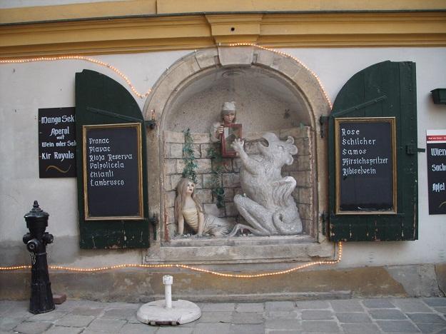 """Венский ресторан """"Василиск"""" доказывает, что Австрия - центр винной Европы: тут тебе и испанская риоха, и итальянская вальполичелла, и сербский вранац."""