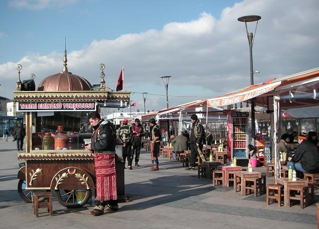 ...а в Стамбуле у Галатского моста - свежеподжаренной рыбой.