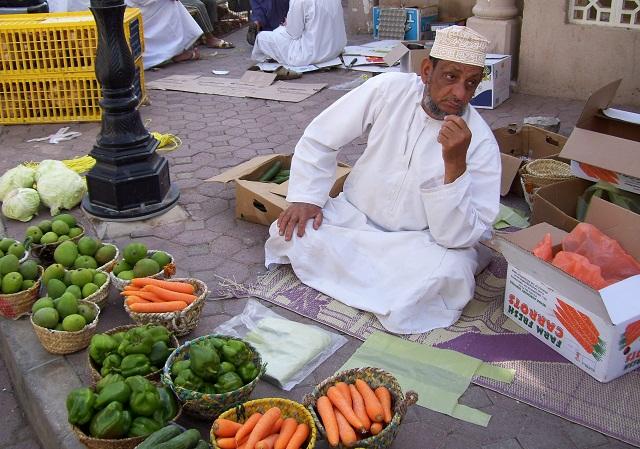 Самые экзотичные на рынке в городе Низва - продавцы. Морковка и прочий перец абсолютно нашенские.
